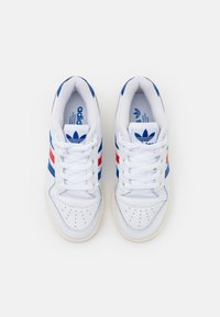 adidas Originals - RIVALRY SPORTS INSPIRED SHOES UNISEX - Joggesko - footwear white/power blue/vivid red - 5
