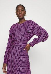 Cras - BETTYCRAS DRESS - Denní šaty - pink/black - 3