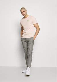 YOURTURN - T-shirt med print - pink - 1