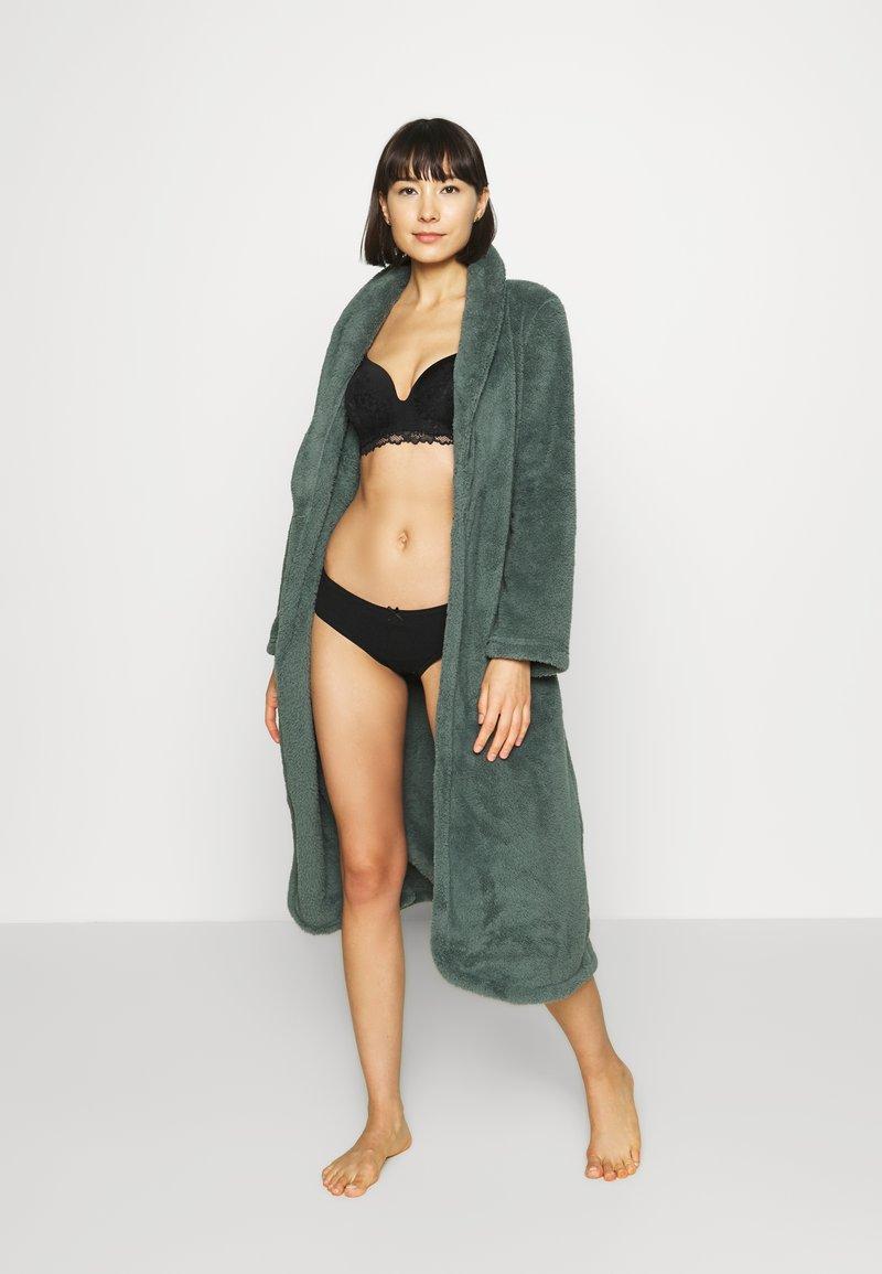 Hunkemöller - ROBE LONG SNUGGLE - Dressing gown - balsam green