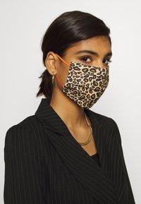 Codello - COVER UP LEO - Masque en tissu - brown - 1