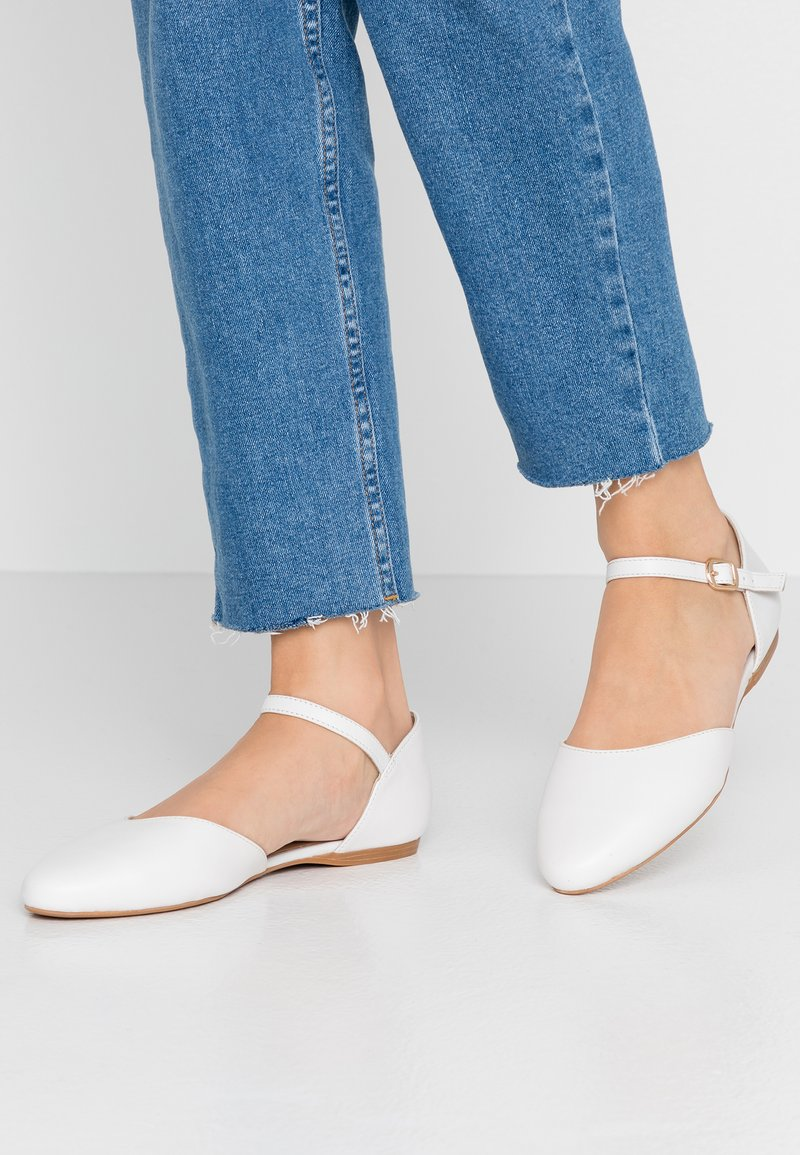 Pier One Wide Fit - Ankle strap ballet pumps - white