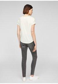 Q/S designed by - Basic T-shirt - cream - 2