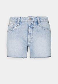 Calvin Klein Jeans - MID RISE - Denim shorts - denim light - 0