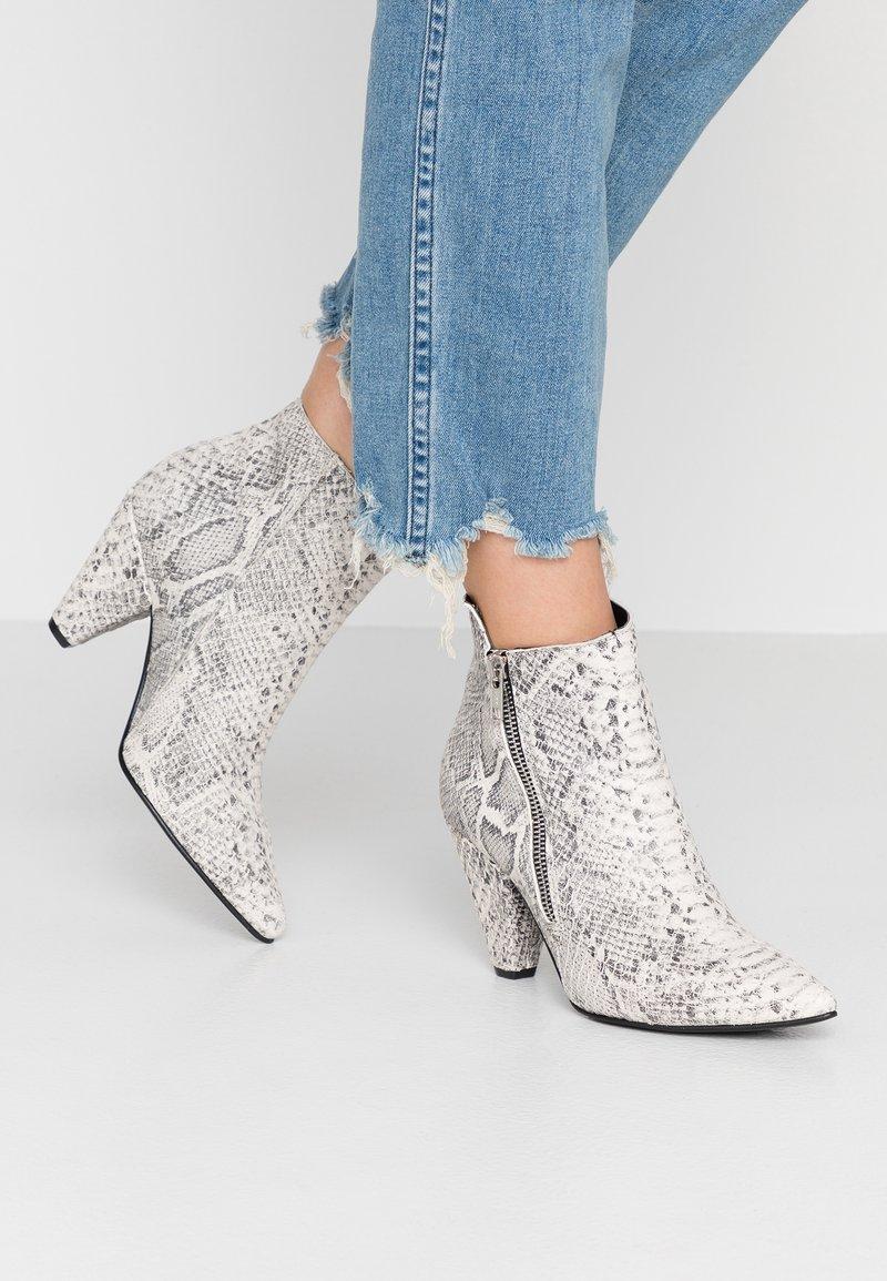 RE:DESIGNED - KUNY - Kotníková obuv - beige