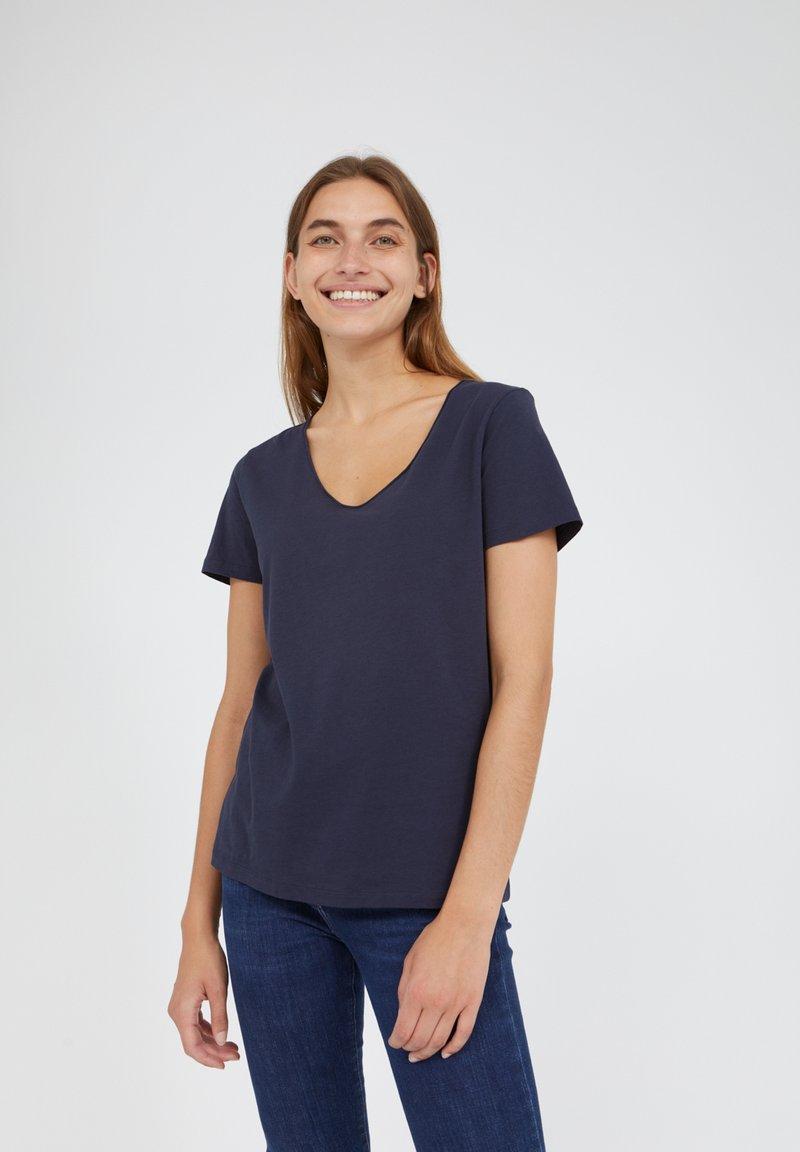 ARMEDANGELS - HAADIA - Basic T-shirt - night sky