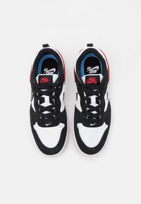Nike SB - ALLEYOOP UNISEX - Scarpe skate - white/black/university red - 3