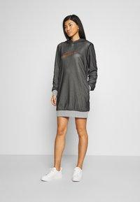Guess - SHARLIZE - Sukienka letnia - light grey - 0