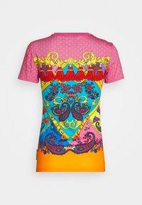Versace Jeans Couture - T-shirt z nadrukiem - rose wild orchid - 1