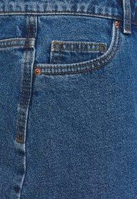 Vero Moda Curve - VMMIKKY RAW SKIRT MIX - Mini skirt - medium blue denim - 6