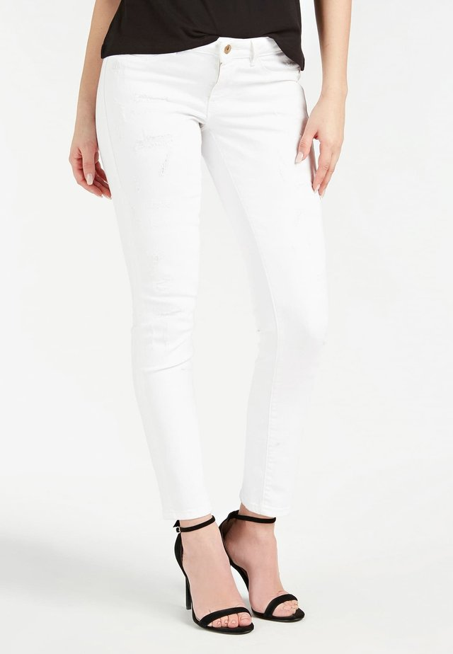 GUESS JEGGINGS DENIM - Vaqueros pitillo - weiß