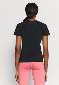 ONLY Play - ONPPERFORMANCE TRAINING V NECK - Print T-shirt - black/red - 2
