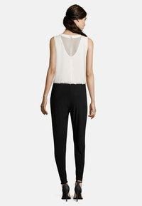 Vera Mont - MIT CUT-OUTS - Jumpsuit - black/cream - 1
