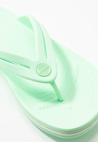 Crocs - CROCBAND - Pool shoes - neo mint - 2