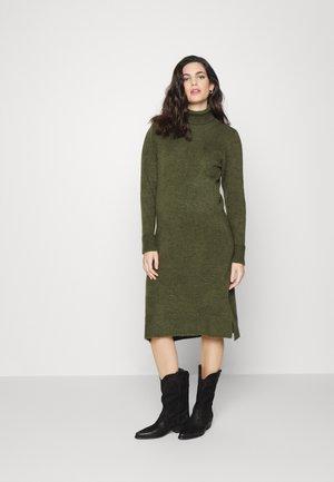 SUNN HIGH NECK DRESS - Abito in maglia - four leaf clover