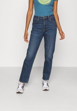 CAROL - Jeans a sigaretta - dark ruby
