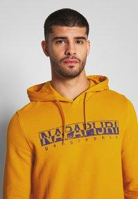 Napapijri - BOLANOS H - Hoodie - mango yellow - 4