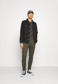 Only & Sons - ONSCAM - Chino - deep depths - 1
