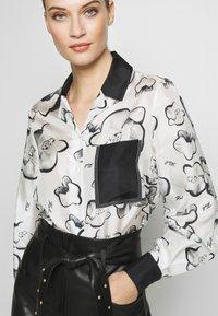 KARL LAGERFELD - ORCHID PRINT BLOUSE - Camisa - black - 5