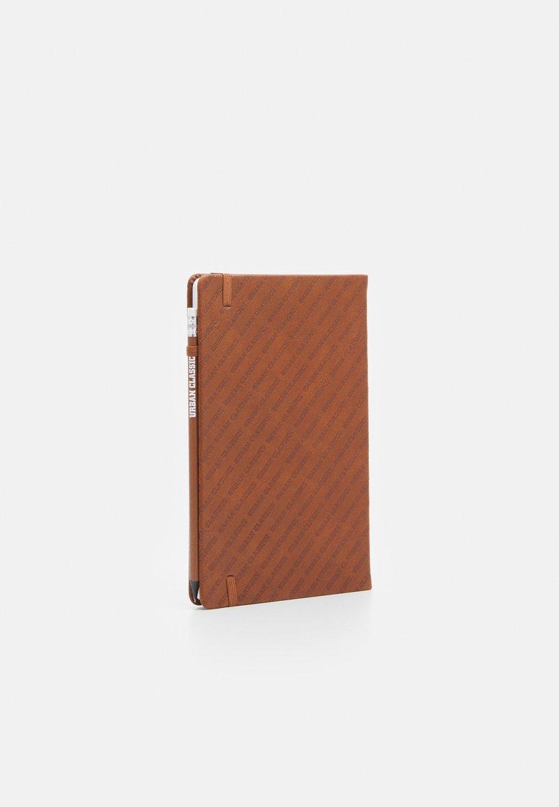 Urban Classics - POCKETBOOK - Otros accesorios - brown