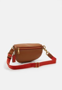 Coach - COLORBLOCK COATED SIGNATURE BETHANY BELT BAG - Rumpetaske - tan chalk/multi - 1