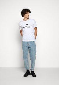 Belstaff - T-shirt con stampa - white - 1