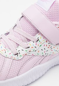 Reebok - FLEXAGON ENERGY 2.0  - Zapatillas de running neutras - light pink/white - 5