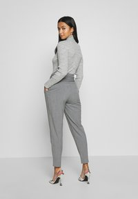 ONLY Petite - ONLNICOLE PAPERBAG ANKEL PANTS - Pantalon classique - light grey melange - 2