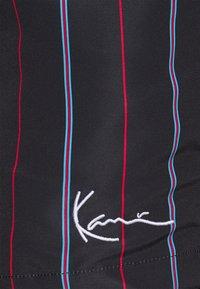 Karl Kani - SMALL SIGNATURE PINSTRIPE - Kraťasy - black - 4