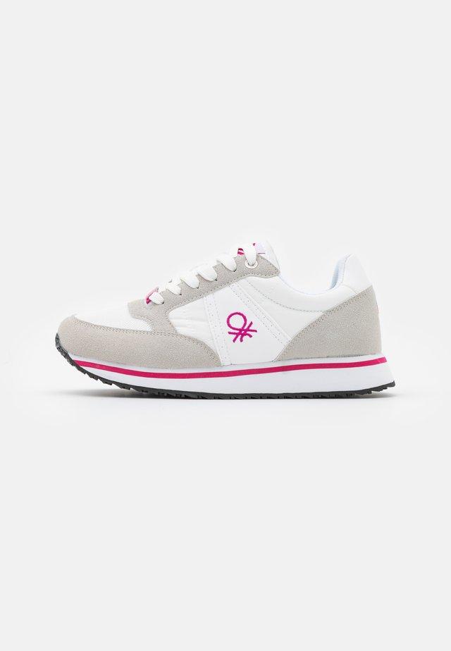 WORD MIX - Sneakersy niskie - white/fucisa
