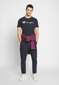 Champion Reverse Weave - T-shirt imprimé - dark blue - 1
