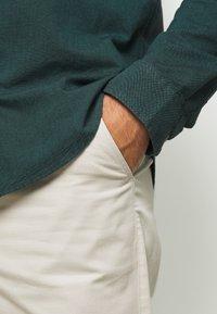 Farah - HAWTIN - Trousers - white smoke - 4