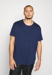 Burton Menswear London - SHORT SLEEVE CREW 3 PACK - T-shirt basic - indigo/burgundy - 3