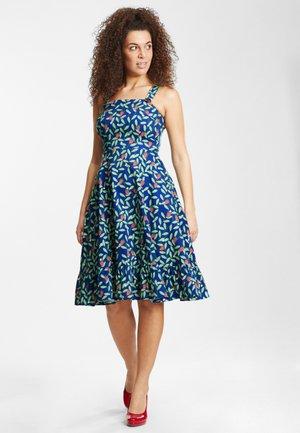 MAGGIE STRAWBERRY VINE  - Korte jurk - blue, red, green