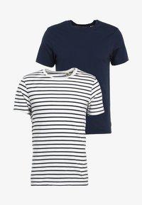 Levi's® - SLIM FIT 2 PACK  - Camiseta básica - dark blue - 5