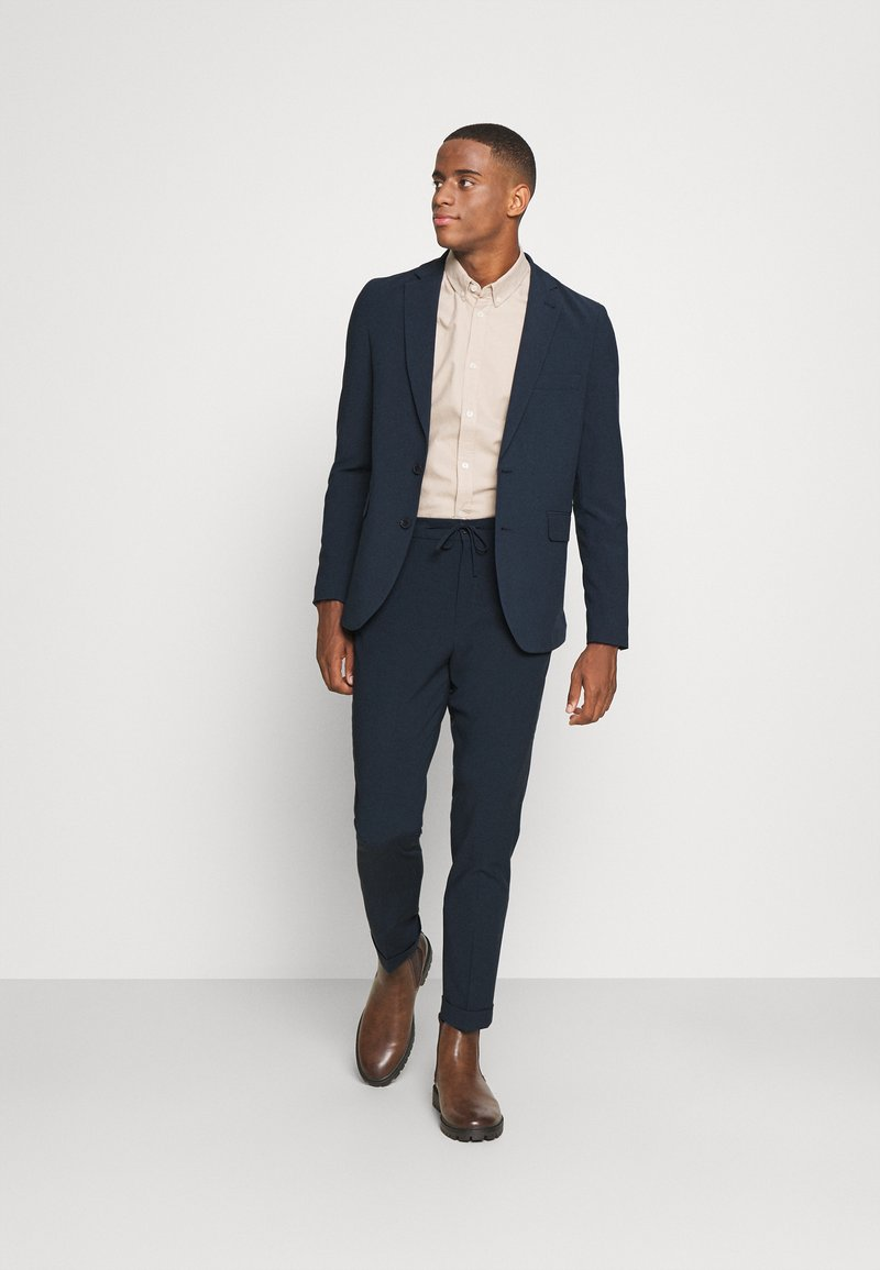 Isaac Dewhirst - THE RELAXED SUIT - Suit - dark blue
