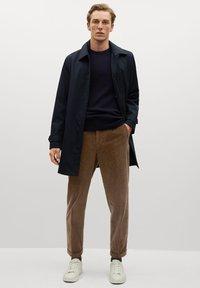 Mango - AUS CORD - Trousers - tobacco-braun - 1