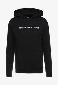 I BROKE THE INTERNET - Hoodie - black