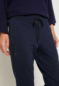 TOM TAILOR - ZIPPED PANTS - Bukse - sky captain blue - 4