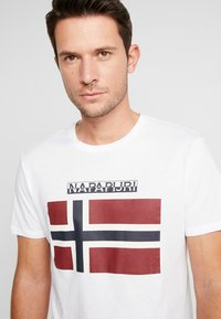 Napapijri - SAXY  - T-shirt med print - bright white - 3
