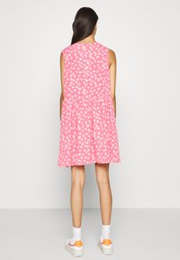 Tommy Jeans - DROP WAIST DRESS - Kjole - glamour pink
