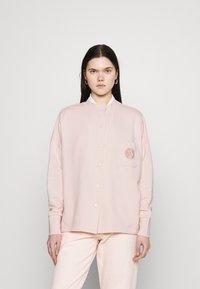 Nike Sportswear - FEMME - Mikina na zip - orange pearl/orange pearl/terra blush - 0