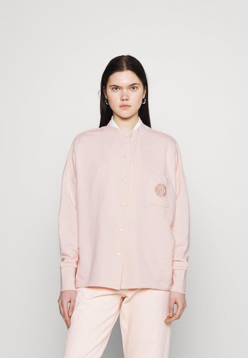 Nike Sportswear - FEMME - Mikina na zip - orange pearl/orange pearl/terra blush