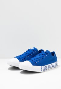 Converse - CHUCK TAYLOR ALL STAR WE ARE NOT ALONE - Sneakers laag - blue/black