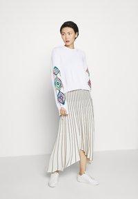 MRZ - PLEAT SKIRT - Plisovaná sukně - beige/black - 1