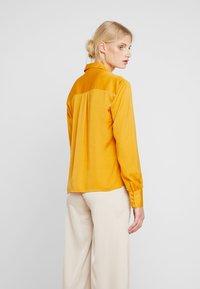 Love Copenhagen - SADIELC - Skjortebluser - golden glow - 2