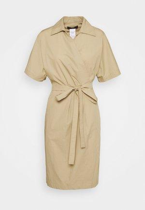 AUSTIN - Denní šaty - ton