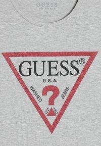 Guess - JUNIOR CROPPED CORE - Print T-shirt - grey - 3