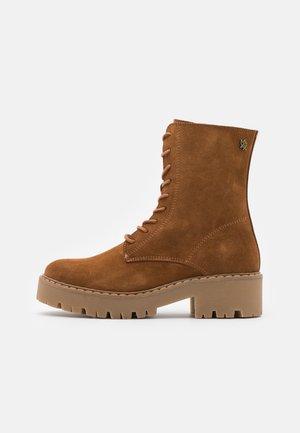GINTO - Kotníkové boty na platformě - tan