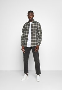Only & Sons - ONSBOBBY WASHED CHECK - Skjorta - deep depths - 1